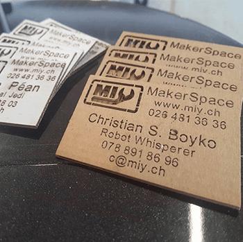 Découpage papier : faire les cartes de visite avec le papier recyclé, créer les produites promotionnel