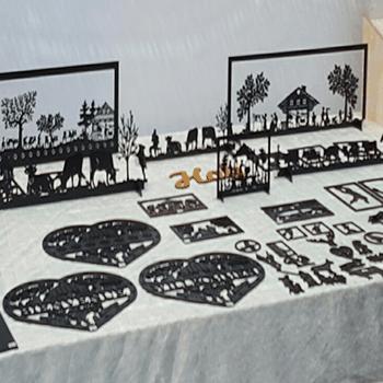 Objets décoratifs en plastique, bois carton ou bois