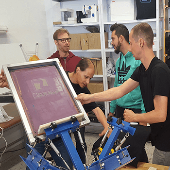Conventional screen printing: with carousel 4 colors in group or take courses private