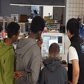 Apprendre la vectorisation avec les logiciels de cad dans notre Atelier découpe vinyle