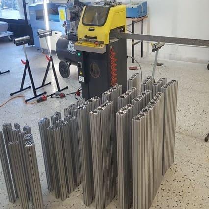 Machine de découpe profile aluminium pour les armoires, chariots et tables